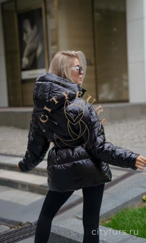 Демисезонная куртка цвет черный