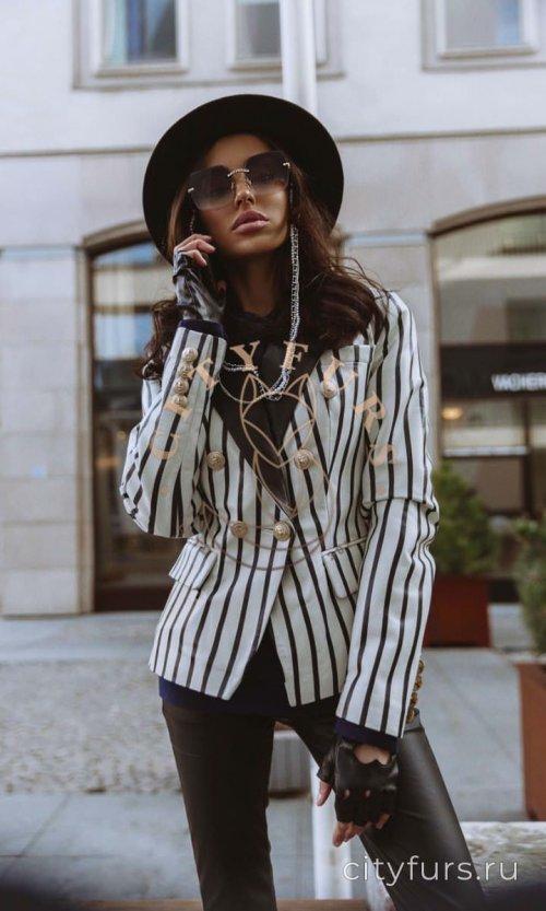 Кожаная куртка-пиджак цвет бело-черный