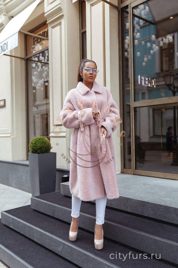 Пальто из овечьей шерсти розовое