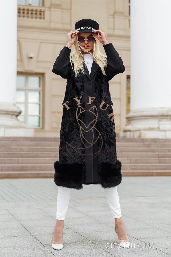 Пальто с каракулем цвет черный