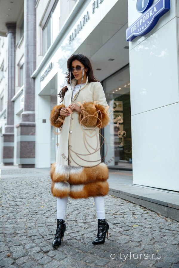 Пальто с лисой