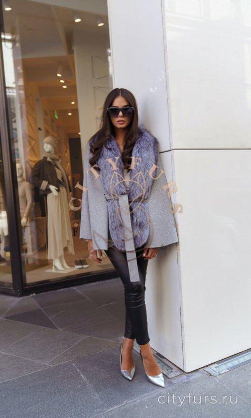 Пальто с мехом цвет серый