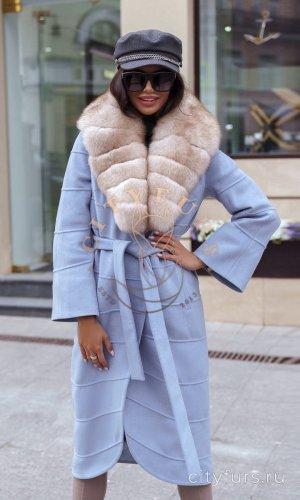 Пальто с мехом песца цвет голубой