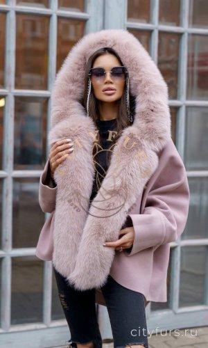 Пальто с мехом песца цвет пудра