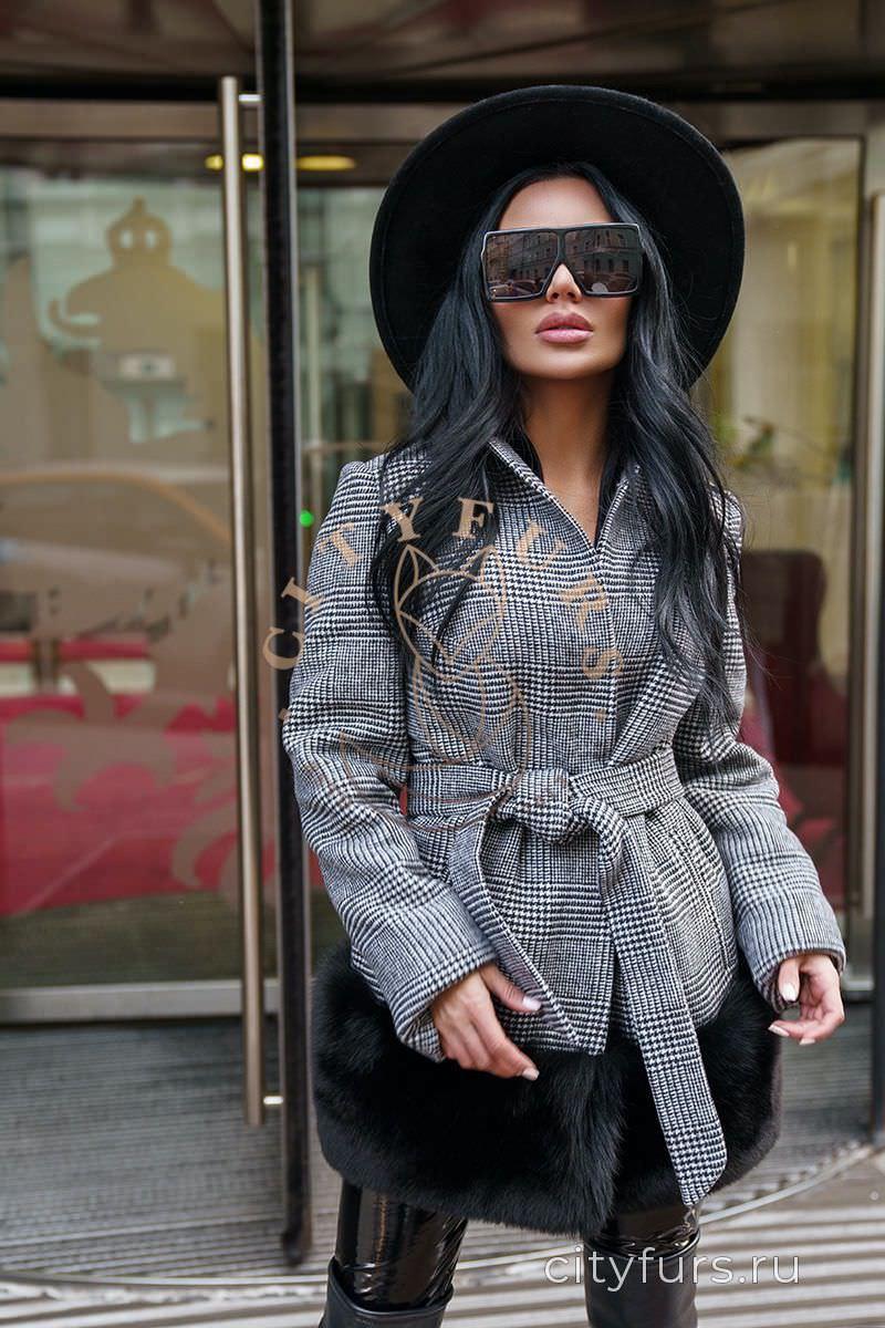 Пальто в клетку с мехом финского песца цвет серый