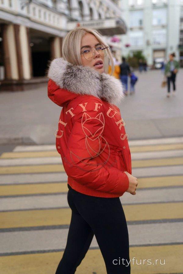 Пуховик с мехом арктической лисы цвет красный