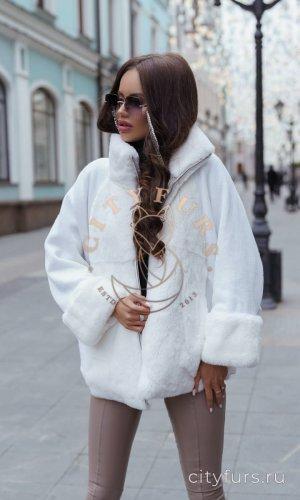Вязанная кофта с мехом кролика цвет белый