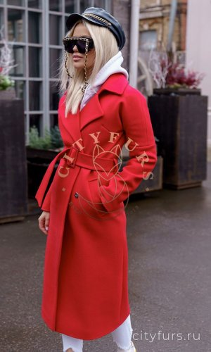 Демисезонное пальто цвет красный