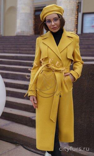 Демисезонное пальто цвет желтый
