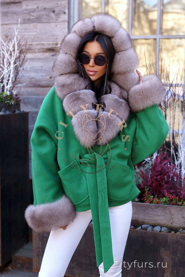 Пальто с мехом песца цвет зеленый