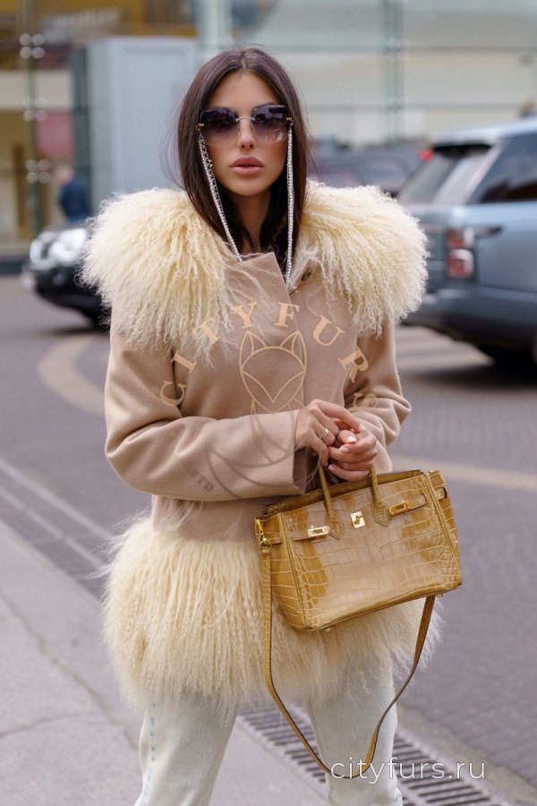 Пальто с ламой цвет бежевый