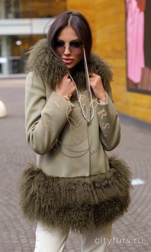 Пальто с ламой цвет хаки