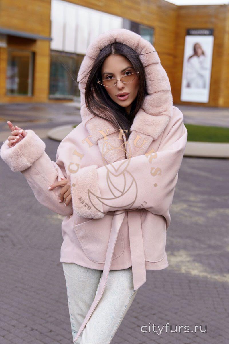Пальто с мехом норки цвет пудра