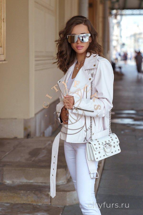 Кожаная куртка цвет белый