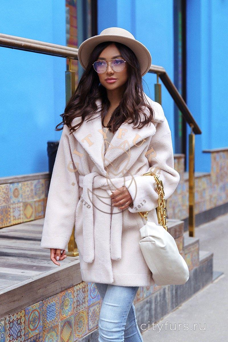 Пальто из овечьей шерсти - цвет молочный
