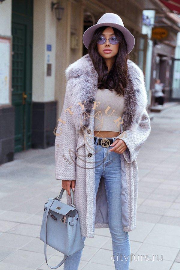 Пальто с мехом песца цвет серый