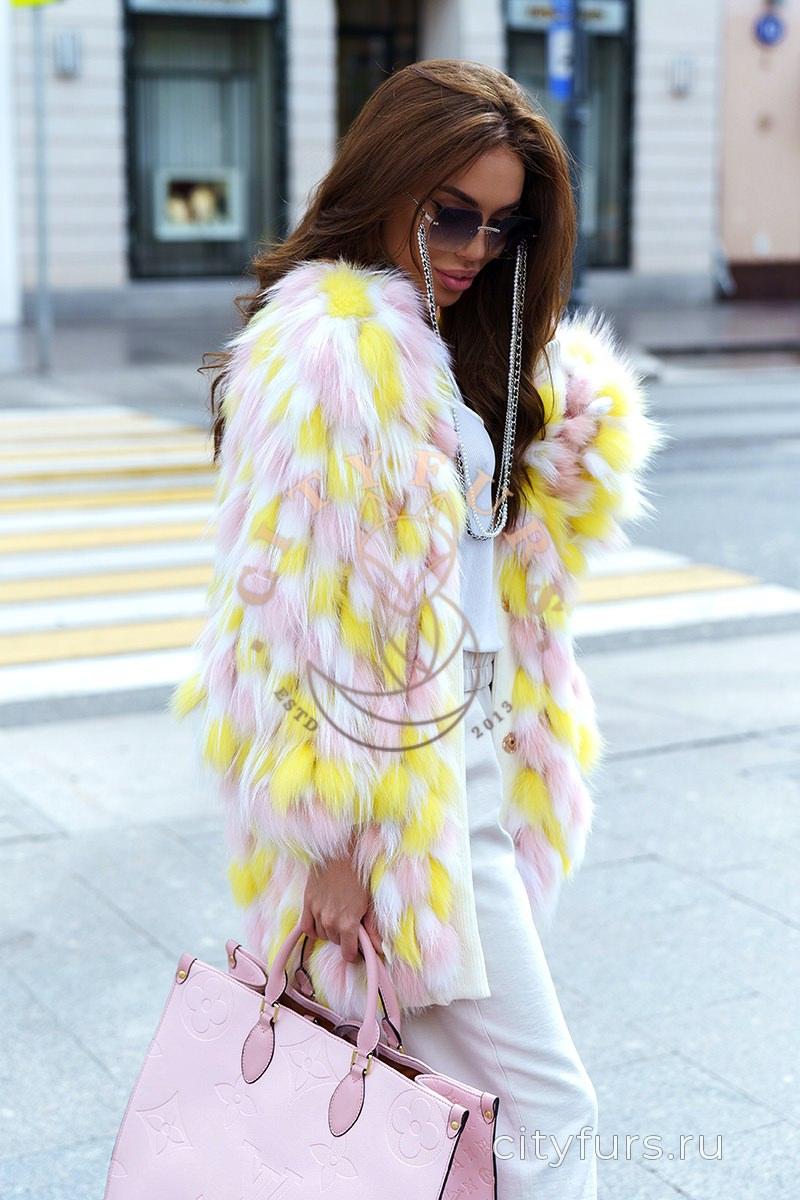 Шуба из меха лисы цвет розовый с желтым