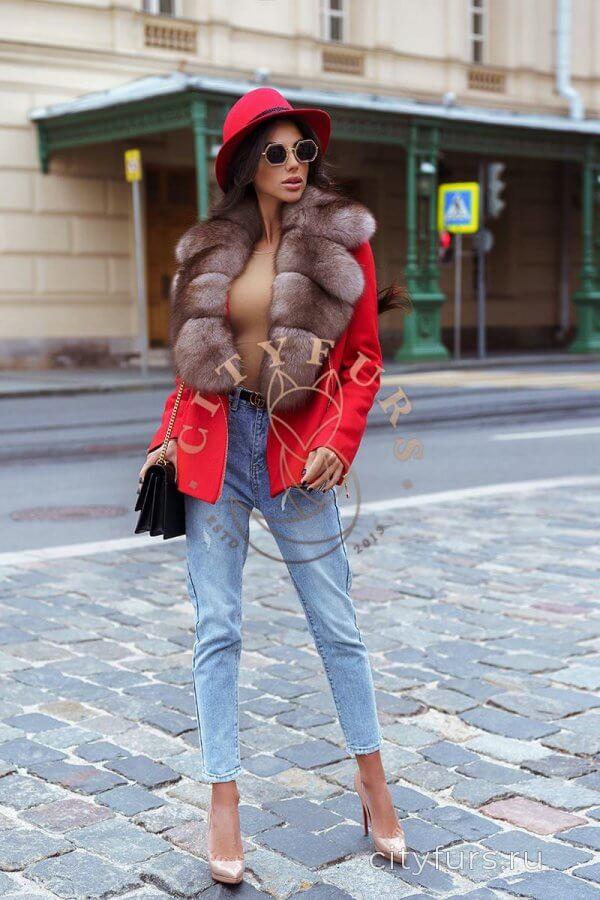 Пальто с мехом песца - цвет красный