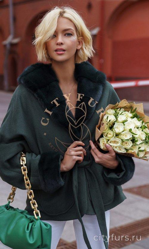 Пальто с мехом норки - цвет изумруд