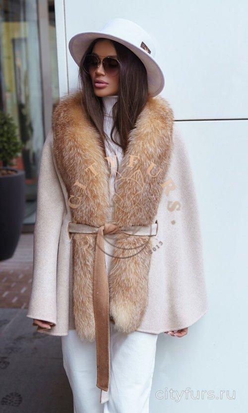 """Пальто с мехом лисы """"Летучая мышь"""" - цвет бежевый"""