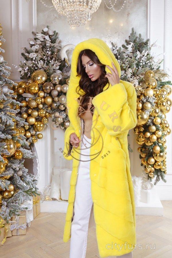 Шуба из импортного меха - цвет желтый