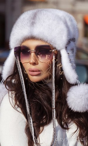 Норковая шапка-ушанка - цвет колотый лёд