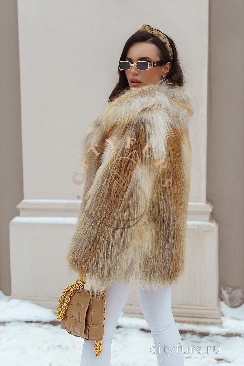 Облегчённая шуба с мехом лисы - цвет золотой
