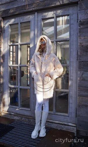 Пальто с капюшоном - цвет молочный