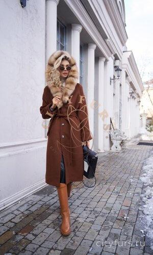 Пальто с мехом куницы и капюшоном - цвет коричневый