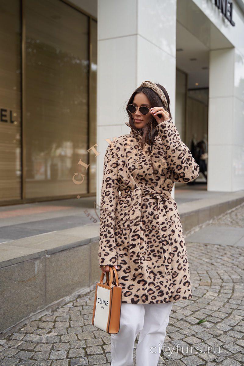 Пальто из экомеха, светлый леопард