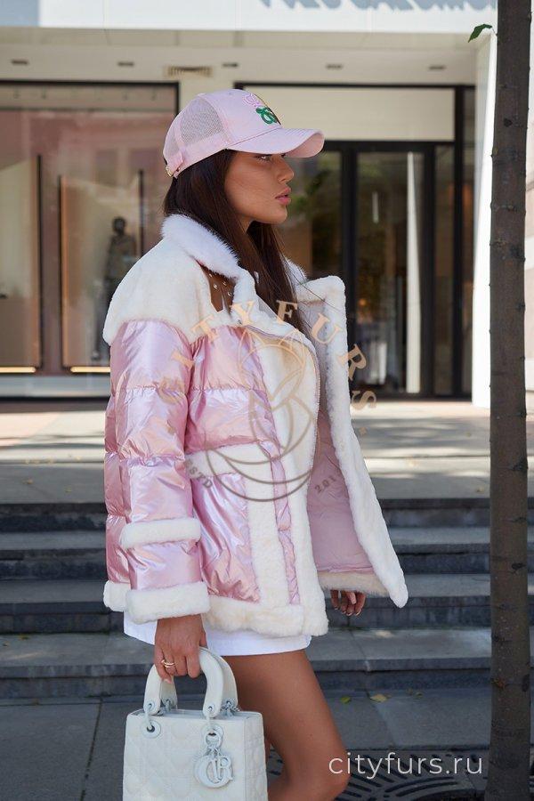 Пуховик с мехом овчины - цвет розовый