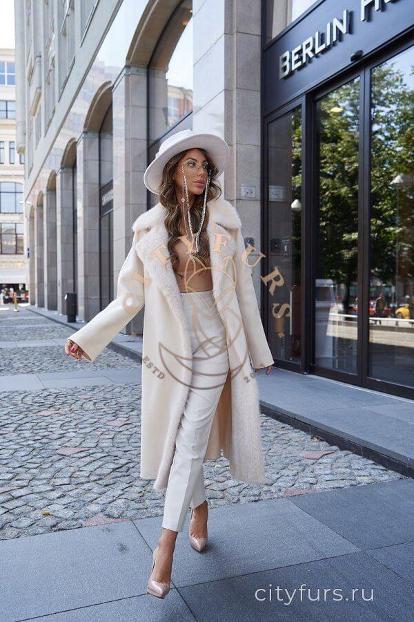 Пальто с мехом норки - цвет бежевый