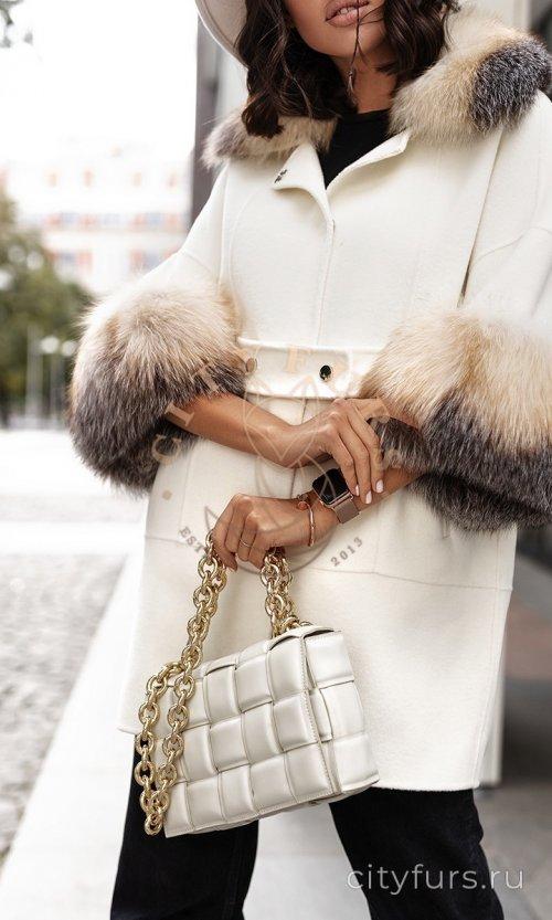 Пальто с мехом блюфрост - цвет белый
